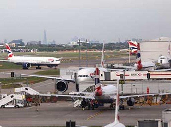 В небе над Лондоном чудом не столкнулись два самолета (ФОТО)
