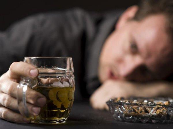 Ученые назвали мужской алкоголизм опаснее женского