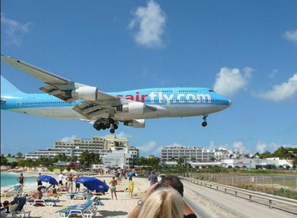 """Ураган """"Ирма"""" полностью уничтожил самый опасный аэропорт мира (ВИДЕО)"""