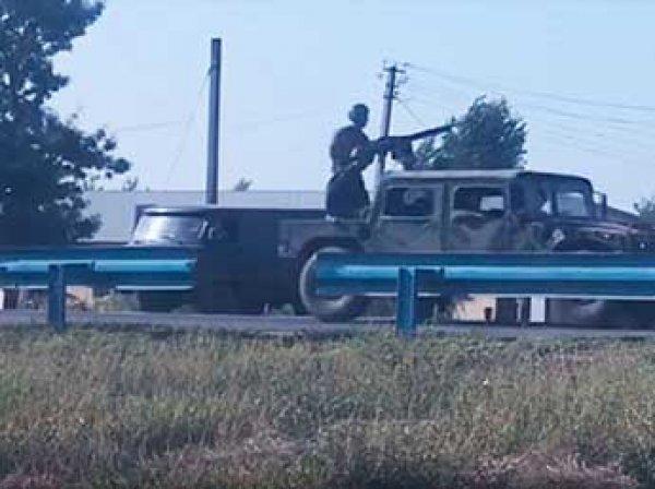 Очевидцы: Украина стягивает военную технику к границам Крыма (ВИДЕО)