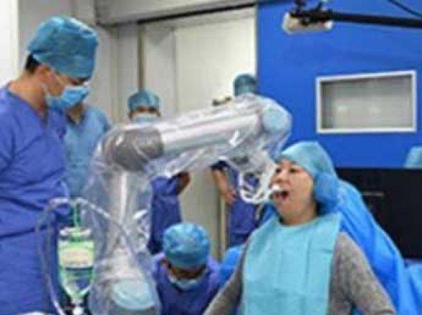 В Китае робот-стоматолог провел первую операцию без участия человека (ВИДЕО)