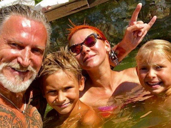 Джигурда опубликовал в Instagram видео танцующей в купальнике Марины Анисиной