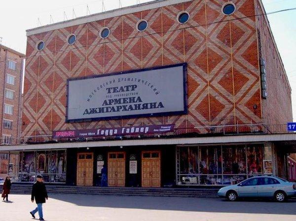 СМИ сообщили о рейдерском захвате театра Джигарханяна