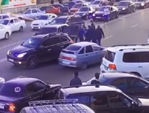 В Махачкале избили водителя, не уступившего дорогу главе МВД Дагестана