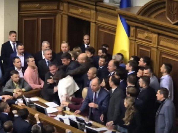 Депутаты Рады подрались из-за закона о Донбассе