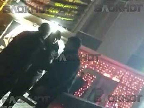 СМИ: пьяные полицейские устроили дебош в стриптиз-клубе Волгограда