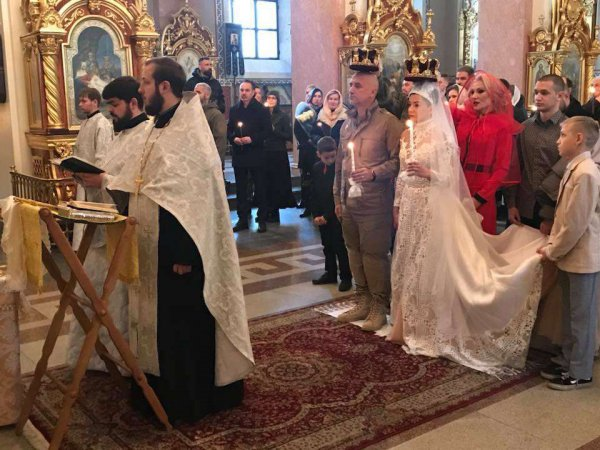 Захар Прилепин обвенчался с женой в Донецке после 20 лет брака