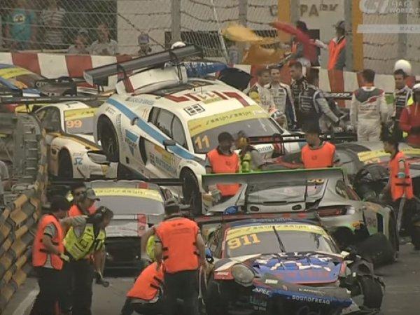 В Макао гонка спорткаров закончилась массовым столкновением