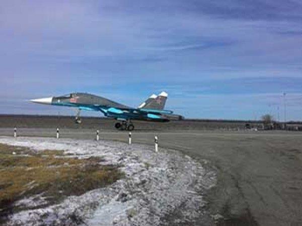 Под Ростовом на автомобильную трассу приземлились три тяжелых истребителя ВКС