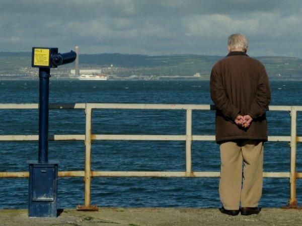 СМИ: богатых российских пенсионеров хотят оставить без пенсии