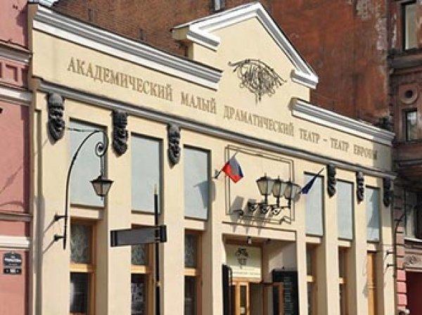 В Сети появилось видео обыска ФСБ у строителей сцены в Малом драмтеатре Петербурга