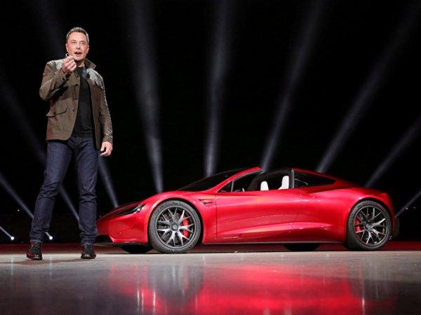 """Илон Маск показал """"последнее фото"""" своей Tesla на пути к орбите Марса"""