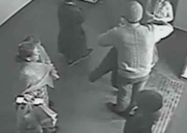 Видео спасения детей во время пожара в кинотеатре ТЦ «Зимняя вишня» в Кемерово появилось в Сети