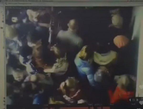 """Кемерово, пожар в ТЦ """"Зимняя вишня"""": Игорь Востриков выложил на Youtube видео начала пожара и давки"""
