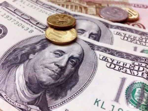 Эксперты: курс рубля посыпался из-за спекулянтов