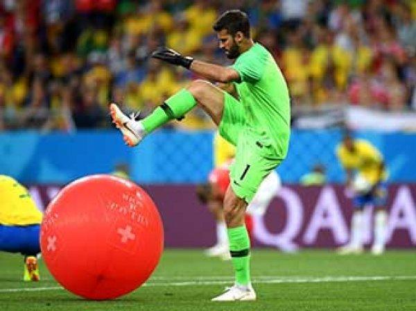 Лопнувший воздушный шарик вратарь Бразилии стал мемом