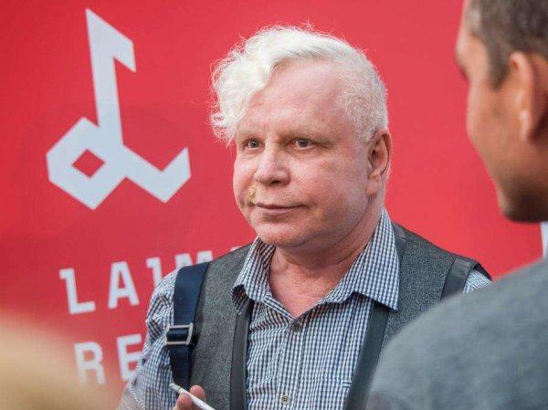 Расплывшийся Борис Моисеев сорвался на фанатов и журналистов в Юрмале