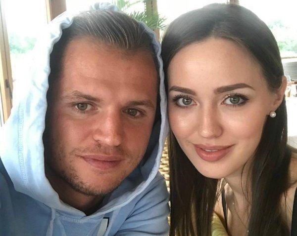 """""""Купил себе самолет"""": Тарасов троллит сплетников фотографией в соцсетях"""