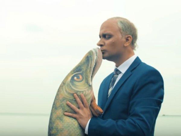 """""""Взимаю я, а платишь — ты!"""": известный блогер спародировал Путина под хит Монеточки"""