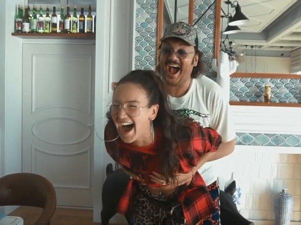 Бузова похвасталась видео, как Киркоров тискал ее за грудь