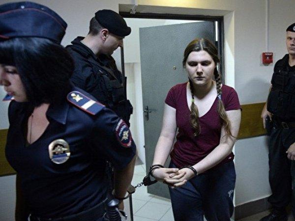СКР попросил отпустить обвиняемых в экстремизме Павликову и Дубовик под домашний арест