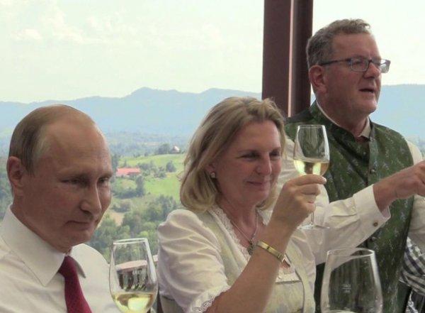 """""""Человек мне не чужой"""": Путин раскрыл, что его связывает с мужем главы МИД Австрии"""