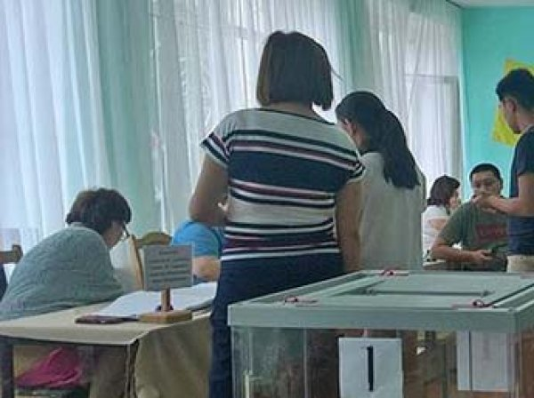 В Калмыкии пропала снявшая вброс бюллетеней на выборах студентка