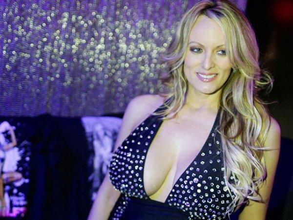"""""""Как жаба"""": экс-порнозвезда рассказала об """"отвратительном"""" сексе с Трампом и его """"поганке"""""""