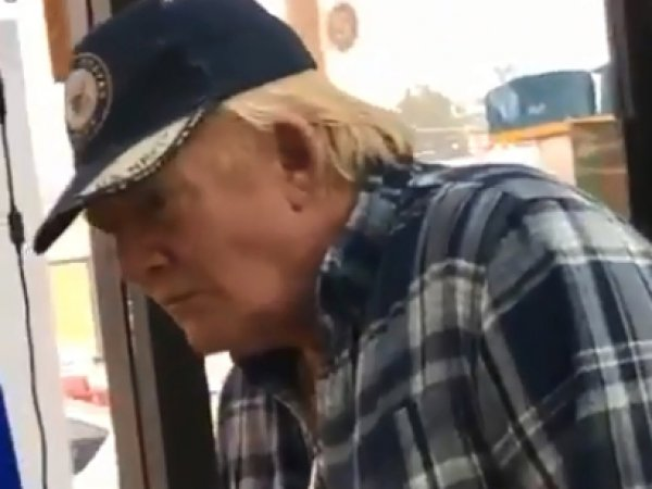 В магазине засняли двойника Трампа с пивным пузом