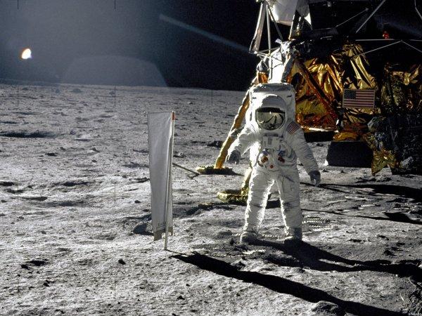 """СМИ: почти половина астронавтов миссии """"Апполон"""" умерла от странных проблем с сердцем"""
