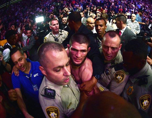 """""""Санкции жестче, чем UFC"""": отец Нурмагомедова рассказал, как накажет его за драку после боя"""