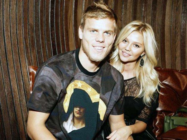 """Подругу Кокорина возмутили возможные 7 лет тюрьмы за то, что футболист """"проехался стулом"""" по Паку"""