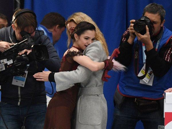 Медведева поддержала поникшую от горя Тутберидзе