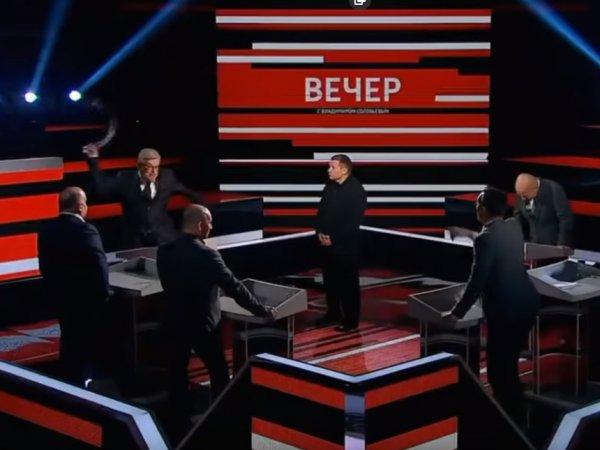 """""""Врежу по башке"""": взбешенный Соловьев едва не устроил драку с буйными гостями (ВИДЕО)"""