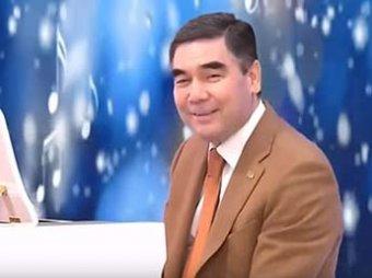 Глава Туркмении с внуком спел новогоднюю песню на трех языках: видео взорвало Сеть