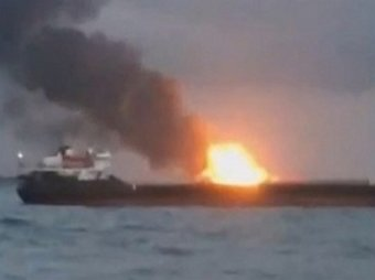 В Керченском проливе произошел взрыв: горят два судна, есть жертвы