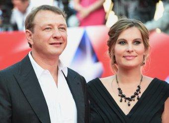 Жестоко избитая супруга Башарова впервые показалась на публике со «сломанным носом» (ФОТО)