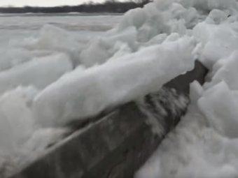 В Канаде сняли на видео ледяное цунами