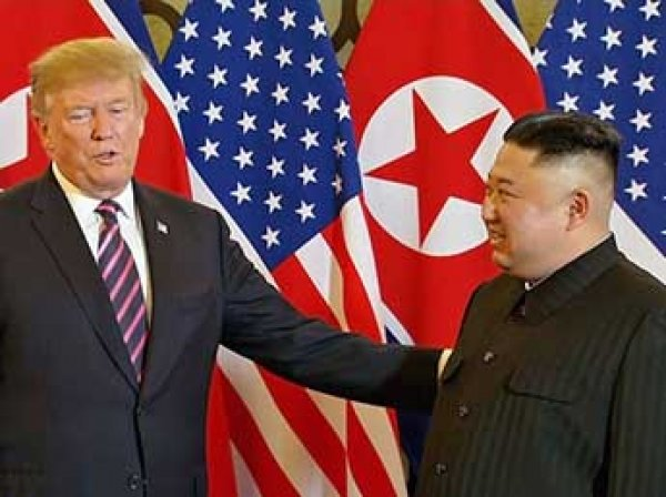 """Трамп встретился в Ханое с """"великим лидером"""" Ким Чен Ыном"""
