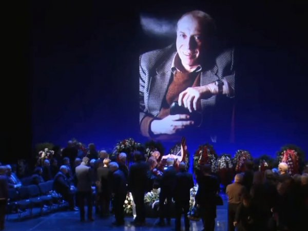 Похороны Юрского едва не привели к новой трагедии с актером Стебловым