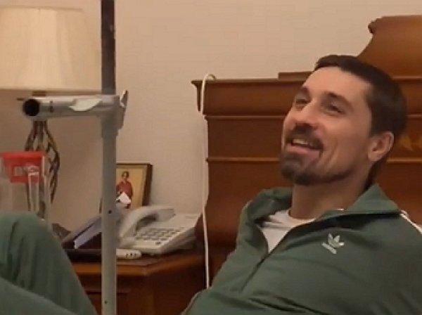 """""""А поеду-ка я на рентген!"""": перелом приковал Диму Билана к инвалидной коляске (ВИДЕО)"""
