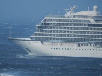 Жуткое видео с тонущего в Норвегии круизного лайнера появилось в Сети: на борту трое россиян
