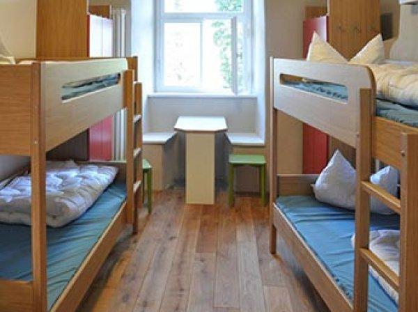 Совфед отклонил принятый Госдумой закон о запрете хостелов в жилых домах
