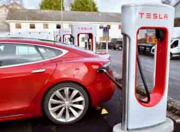Илон Маск планирует опутать зарядками для Tesla весь мир (ВИДЕО)