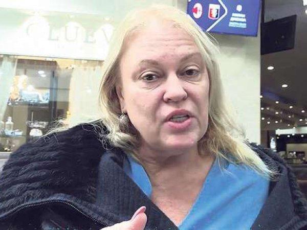 """СМИ: """"беременная тройней"""" поклонница Киркорова дарила певцу бриллиантовые украшения"""