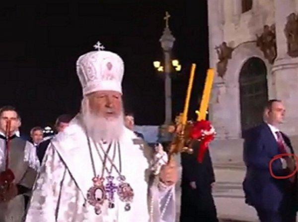 В Сети обсуждают внушительную охрану патриарха Кирилла во время Крестного хода (ВИДЕО)