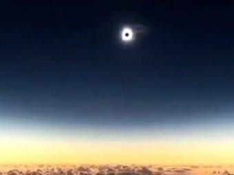 Нибиру закрыло Солнце: зловещее затмение сняли на видео с борта самолета