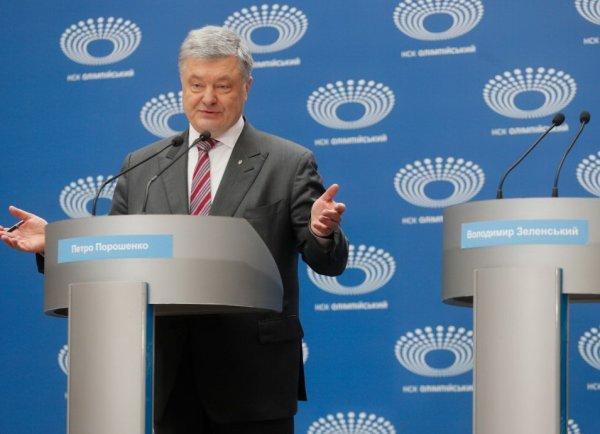 Порошенко провел дебаты сам с собой: спел и защитил Зеленского от нападок (ВИДЕО)