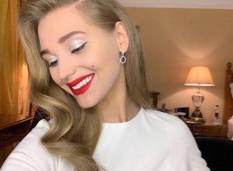 Харламов везунчик!: Кристина Асмус потрясла фанатов на фото откровенным платьем с голой спиной