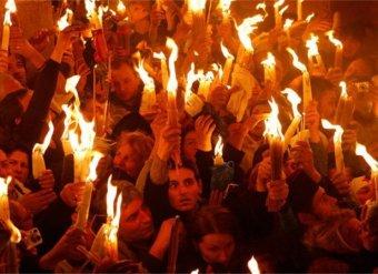 Благодатный огонь 2019 сошел в Иерусалиме в Храме Гроба Господня: прямая трансляция шла в Сети (ВИДЕО)